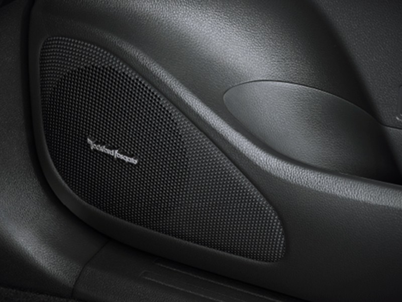 PAJERO ROCKFORD FOSGATE BLACK EDITION