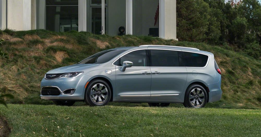 04.12.16 - 2017 Chrysler Pacifica