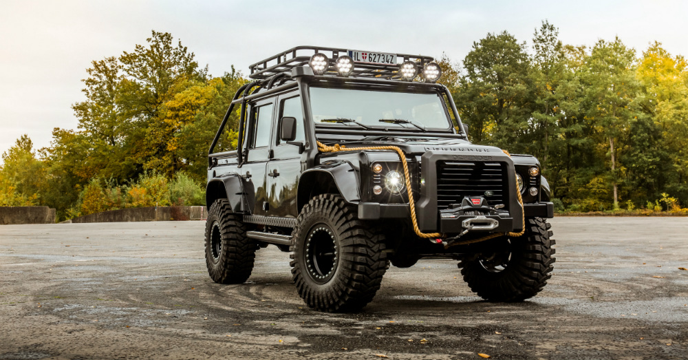 10.11.16 - Land Rover Defender from Spectre