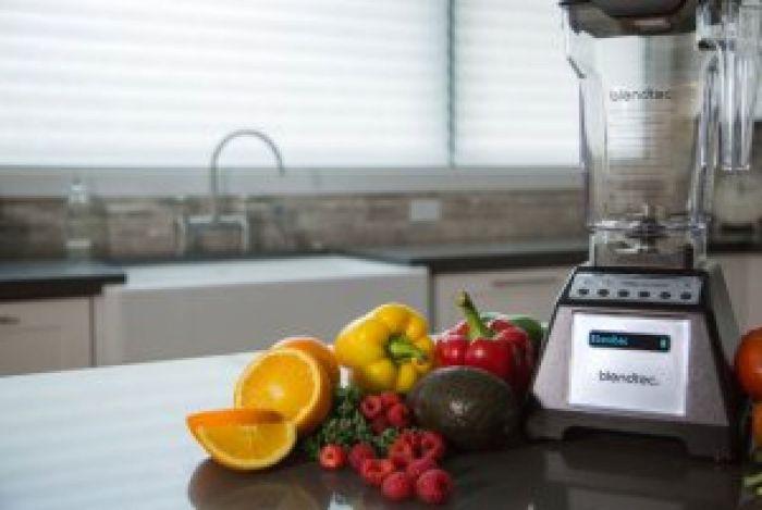Amazon.com: Blendtec Total Blender Classic, with FourSide Jar, Black: Electric Countertop Blenders: Kitchen & Dining