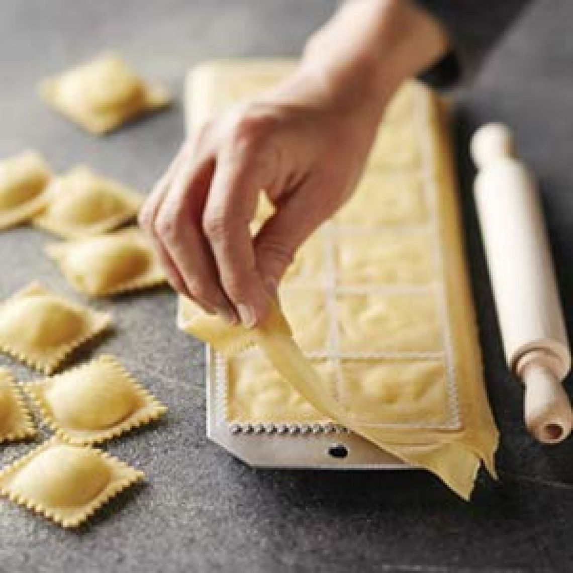 Amazon.com: Ravioli Maker - MASTER FENG Ravioli Maker Set of 4 with Rolling Pin Mold for Ravioli Meat Dumplings, Pelmeni maker (Hexagons): Kitchen & Dining