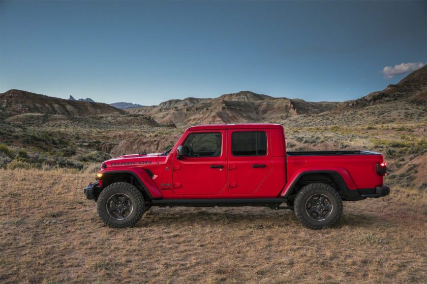 2020 Jeep Gladiator Red Exterior Towing 4x4
