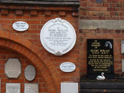 Who drummer Keith Moon + glam rocker Marc Bolan—Golders Green Crematorium