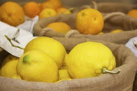 lemons are placed with vitamin C