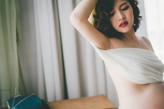 霈馨彰化孕婦寫真[Dear studio 德藝影像攝影] 攝影師/婚攝:婚攝阿德(趙德) 造型:粉紅娃娃/Mia Liao 又一位神正的媽咪拍攝孕婦照, 大部分的孕婦在拍攝前都會焦慮,都會沒自信 我們都懂,交給我們就對了 婚攝阿德官網:https://www.dearvision.co/ 粉絲頁:https://www.facebook.com/bastwedding #婚禮紀錄 |#自助婚紗 |#親子寫真 |#抓週紀錄 |#孕婦寫真 #台北婚攝/#台中婚攝/#高雄婚攝/#桃園婚攝|#商業攝影|#目沐影像空間-mumu space 台中攝影棚/婚紗/網拍/教學/活動場地/工作室/出租