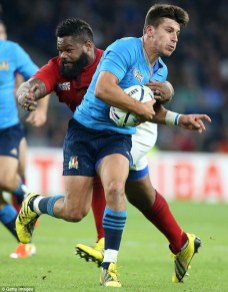 2C871A2700000578-3244756-Bearded_Mathieu_Bastareaud_of_France_holds_Italy_s_Tommaso_Allan-a-16_1442937089152