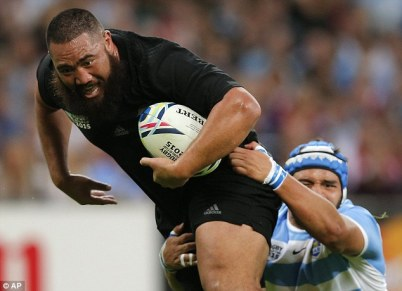 2C8FBAF700000578-3244756-All_beards_New_Zealand_s_Charlie_Faumuina_is_tackled_by_Argentin-a-17_1442937089152
