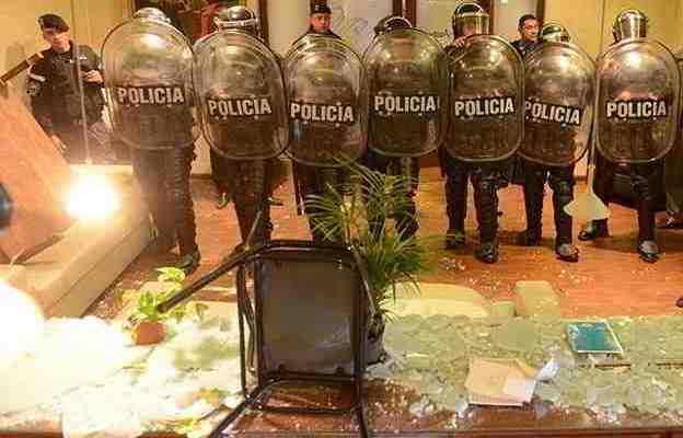 Ex policías fuera de control