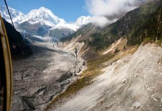 從纜車看出去是冰川和U形冰川峽谷