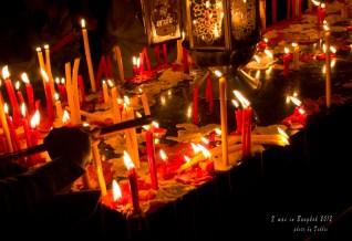 除了花和香,也有蠟燭