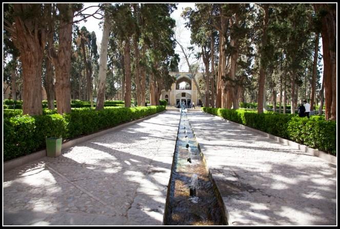 Fin Garden入口,一條長長的引水道把泉水帶到花園四周