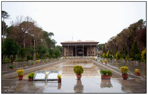 四十柱殿Chehel Sotun Palace,冬天時水池內沒有放水,所以看不到倒影