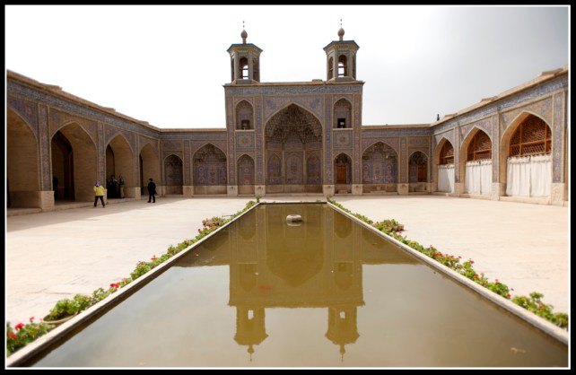 Molk Mosque 的大庭園