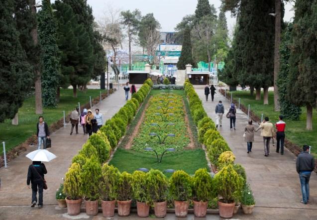 哈菲茲的陵園,有一個大花園,是伊朗特色