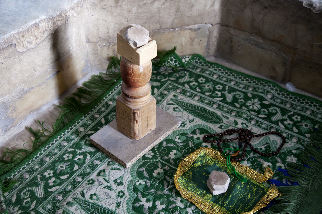 祈禱時會跪在這裡