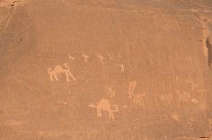 時候納巴泰人與其他遊牧民族所留下來的生活記錄,有人物、動物、文等的內