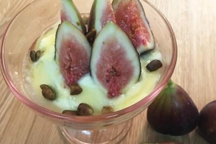 Fresh figs with mascarpone, honey and pistachio