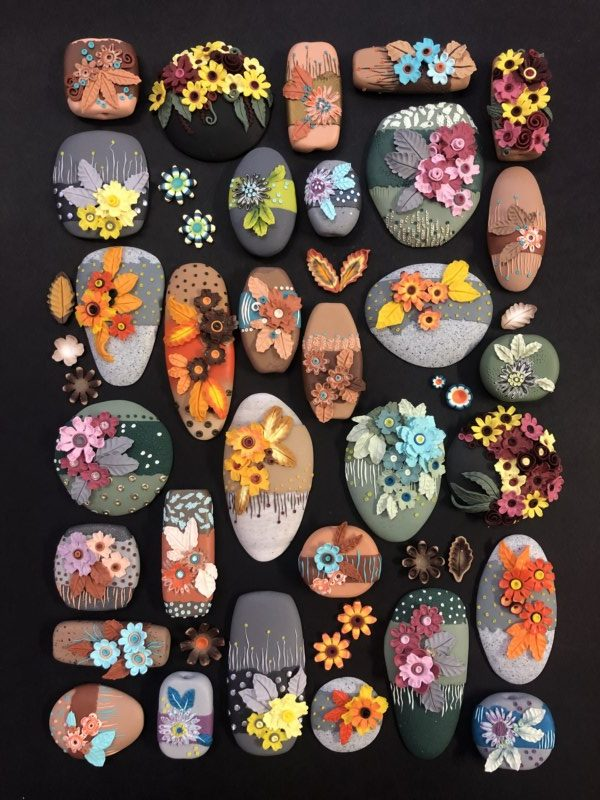 Debbie-Crothers-Polymer clay-polymer-tutorial-instructor-pebble-flowers