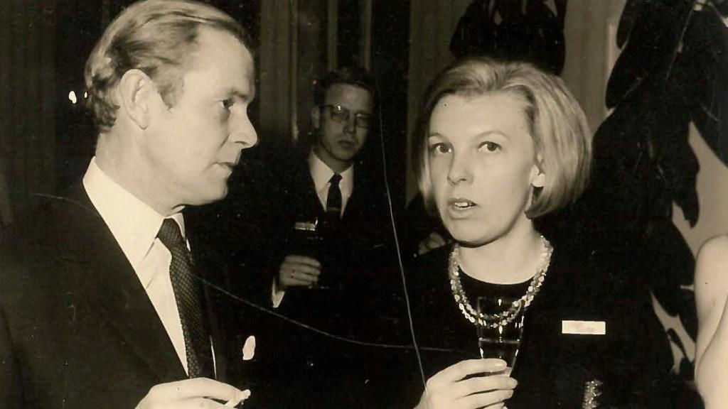 Joan Saliba und Frank Giles (Foreign Editor, Sunday Times) auf einer Königswinter Konferenz in den 60er Jahren