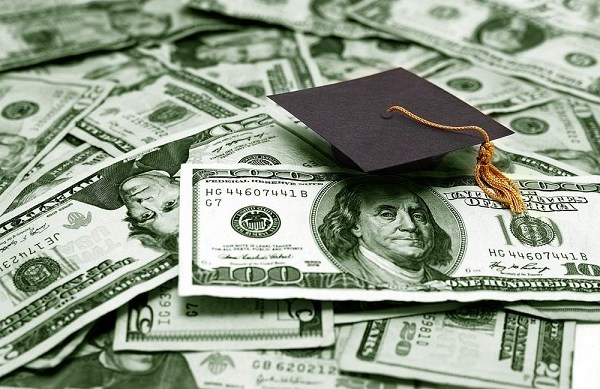 5 reasons why Student Loan Debt is so Dangerous