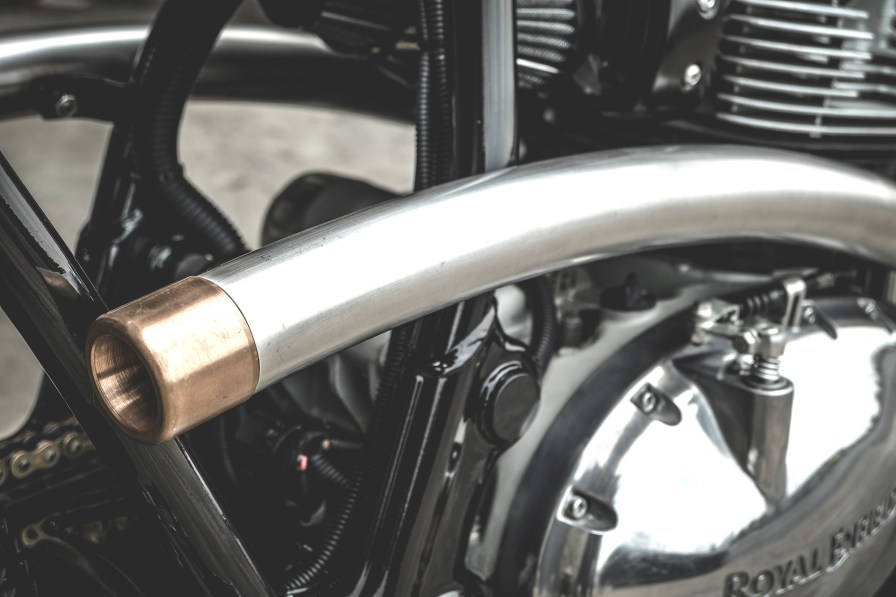 tubo de escape cafe racer