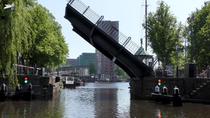 De Museumbrug in Groningen tijdens ons Rondje Noord-Nederland: Van Electra naar het Paterswoldsemeer - De Canicula