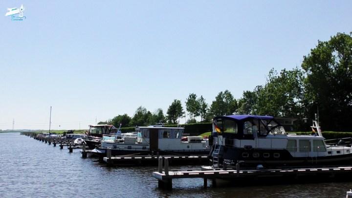 De jachthaven in Garnwerd / Aanleggen in Garnwerd - Varen met de Canicula