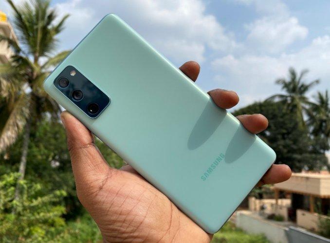 Samsung Galaxy S20 Fe Review Gateway To Premium S Series Deccan Herald