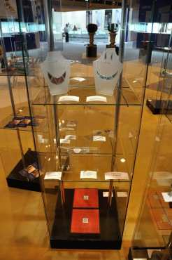 Decimononic at Madrid Joya 2015 - Glass cabinet with some jewels of the Metropolis Collection