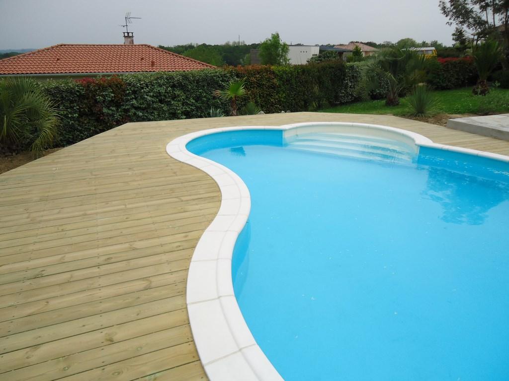 deck tour de piscine terrasse de piscine en bois landes