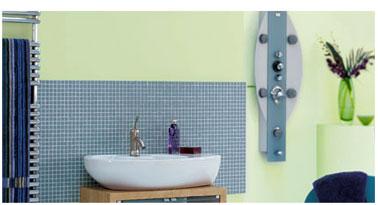 Salle de bain couleur peinture vert deau carrelage gris