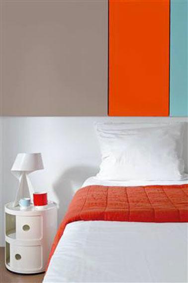 Couleur peinture chambre gris taupe et Tangerine Tango