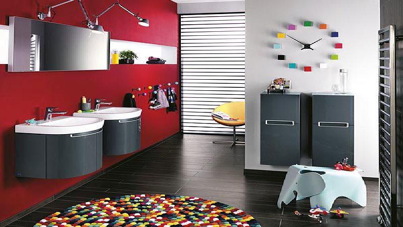 la salle de bain rouge donne des idees