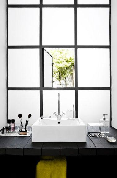 Plan Vasque En Planches Bois Dans Salle De Bain Noir Et Blanc