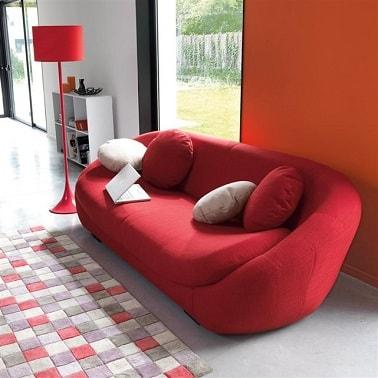 deco moderne avec petit canape design rouge la redoute