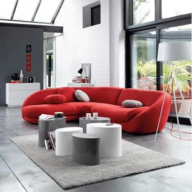 Salon design avec un canap rouge contemporain La Redoute