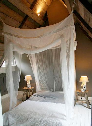 Chambre Sous Combles Romantique Avec Ciel De Lit