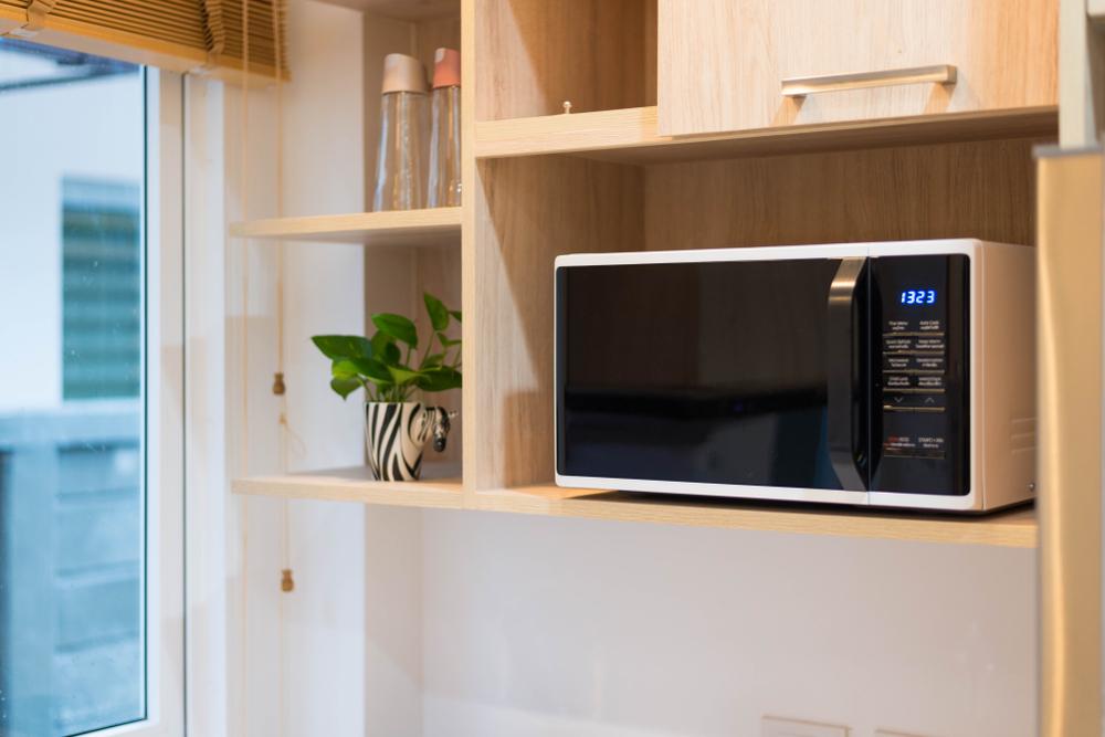 placer le micro ondes dans la cuisine