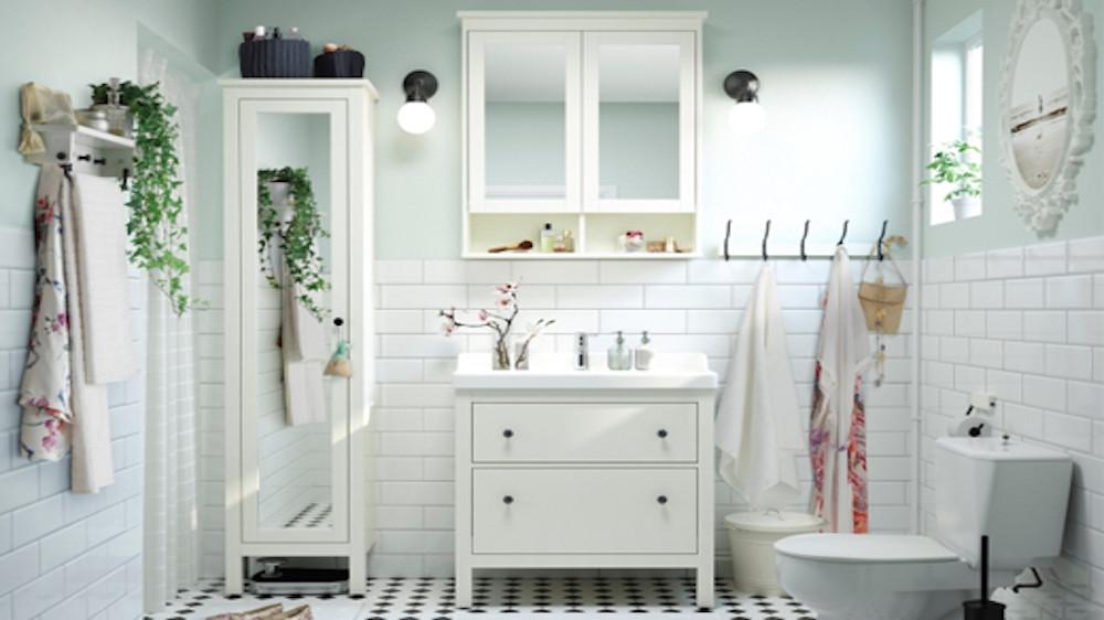 sol pvc dans une salle de bain tout