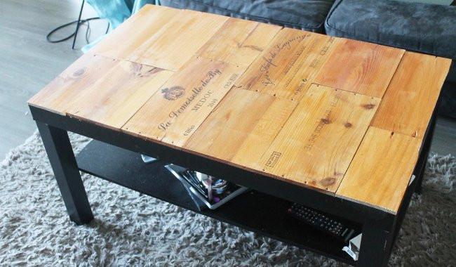 table basse avec des caisses de vin