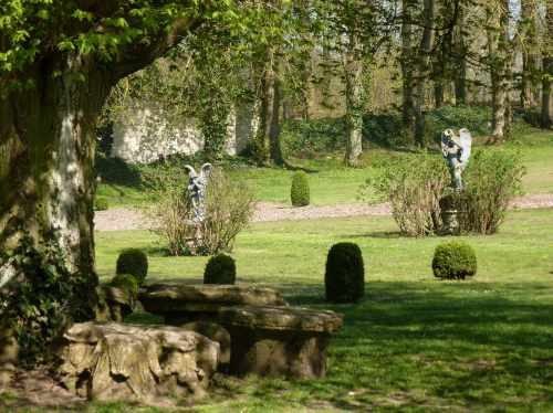 Abbaye Vaucelles jardin buis anges
