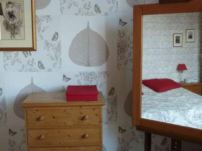 Chambre rouge-beige A TOUS LES ETAGES