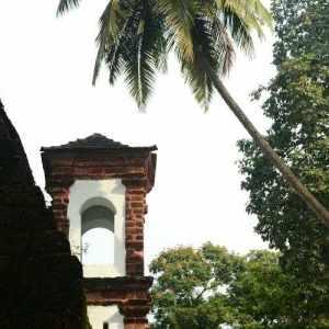 India eglise et palmier