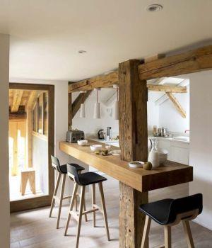 une-cuisine-astucieuse-sous-la-charpente_5112560 Cote-maison-11-2014