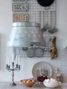 DIY luminaire passoire inspirationsdeco-blogspot-fr