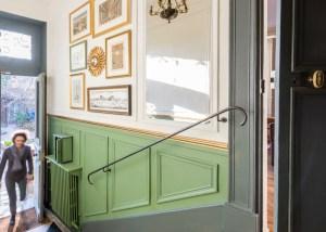 Rénover entrée maison 18e Versailles couleurs Vert-blanc-gris-or
