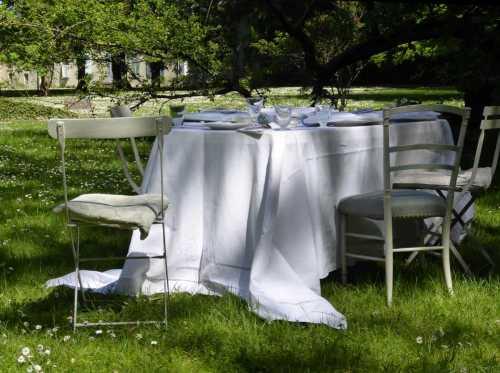 table-dans-parc_The-au-chateau_M-P-Faure_2017-05_Laure-Mestre_conseil-deco-A-tous-les-etages