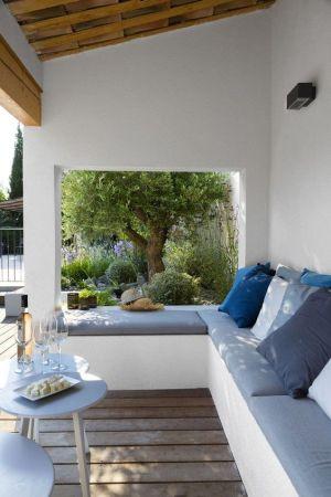 Terrasse-fenetre-banquette-Pinterest-Cote-maison