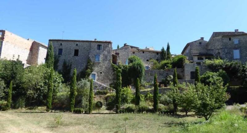 2019-08_Montclus_Gard_terrasses_murailles