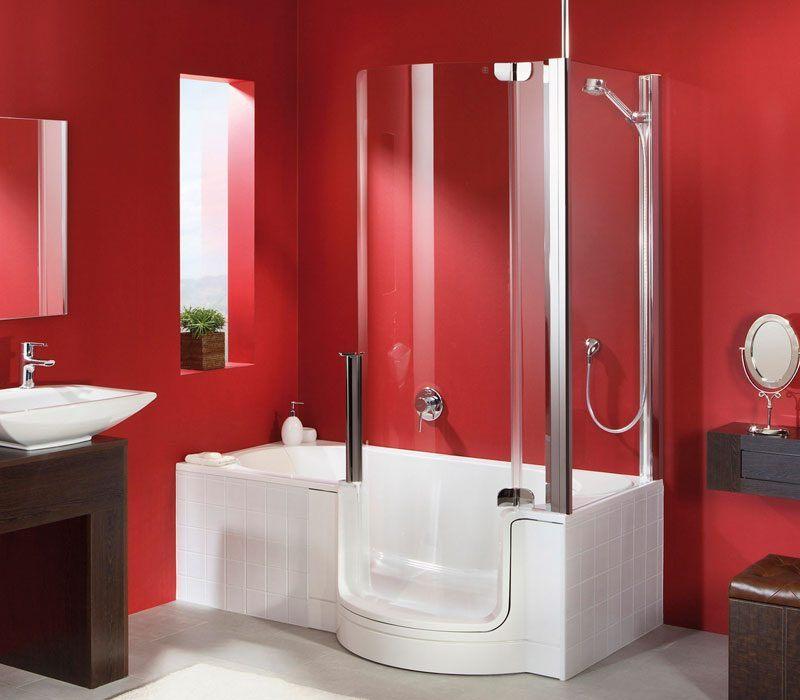 Casa de banho vermelha com banheira  Fotos e imagens